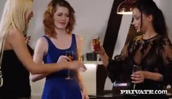 Diario da putaria com macho sortudo comendo duas ao mesmo tempo
