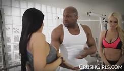 Xvideo com Negro Safado comendo as duas gostosas