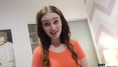 Footjob com novinha linda de mais