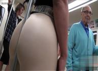 Pegou a vadia no metrô e socou a rola